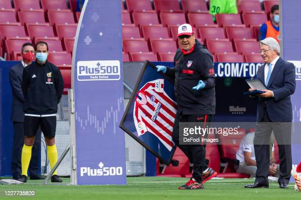 Atletico de Madrid pays tribute to Assistant Coach German Burgos of Atletico de Madrid prior to the Liga match between Club Atletico de Madrid and...