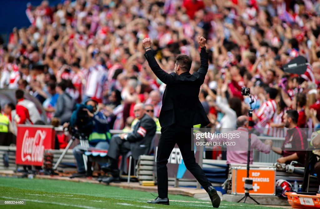 Atletico de Madrid's Argentinian coach Diego Pablo Simeone celebrates Fernando Torres score his team's second goal during the Spanish league football match Club Atletico de Madrid vs Athletic Club Bilbao at the Vicente Calderon stadium in Madrid on May 21, 2017. /