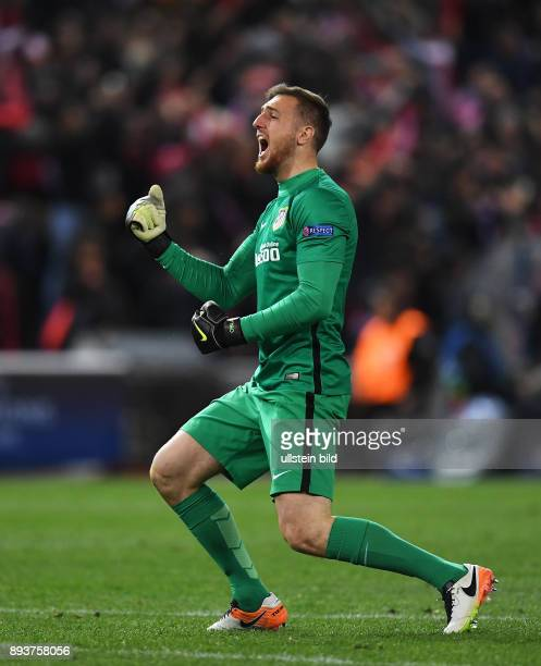 FUSSBALL Atletico Madrid FC Barcelona Torwart Jan Oblak jubelt