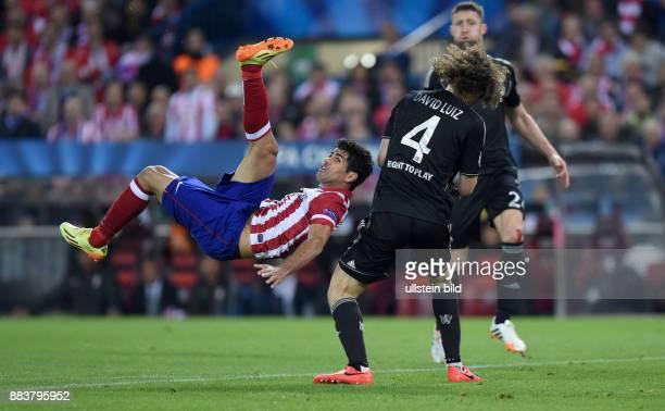 FUSSBALL CHAMPIONS Atletico Madrid FC Chelsea Diego Costa per Fallrueckzieher gegen David Luiz
