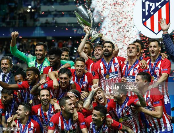 Atletico Madrid players celebrate with the trophy after the UEFA Super Cup match between Real Madrid and Atletico Madrid on August 15, 2018 at...