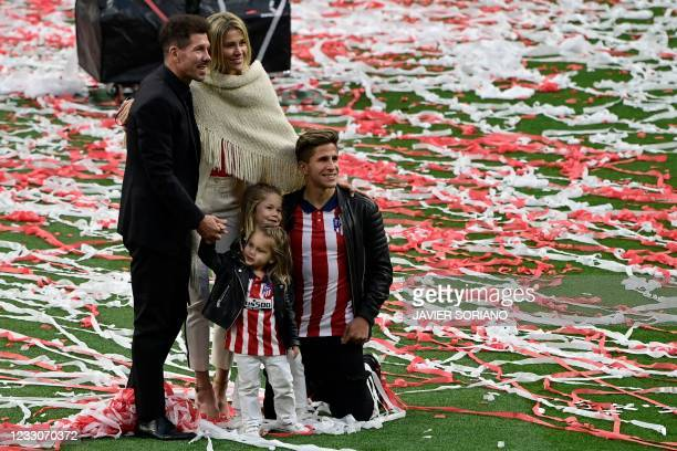 Atletico Madrid's Argentine coach Diego Simeone poses with his wife Carla Pereyra, daughters Francesca and Valentina, and son Giuliano at the Wanda...