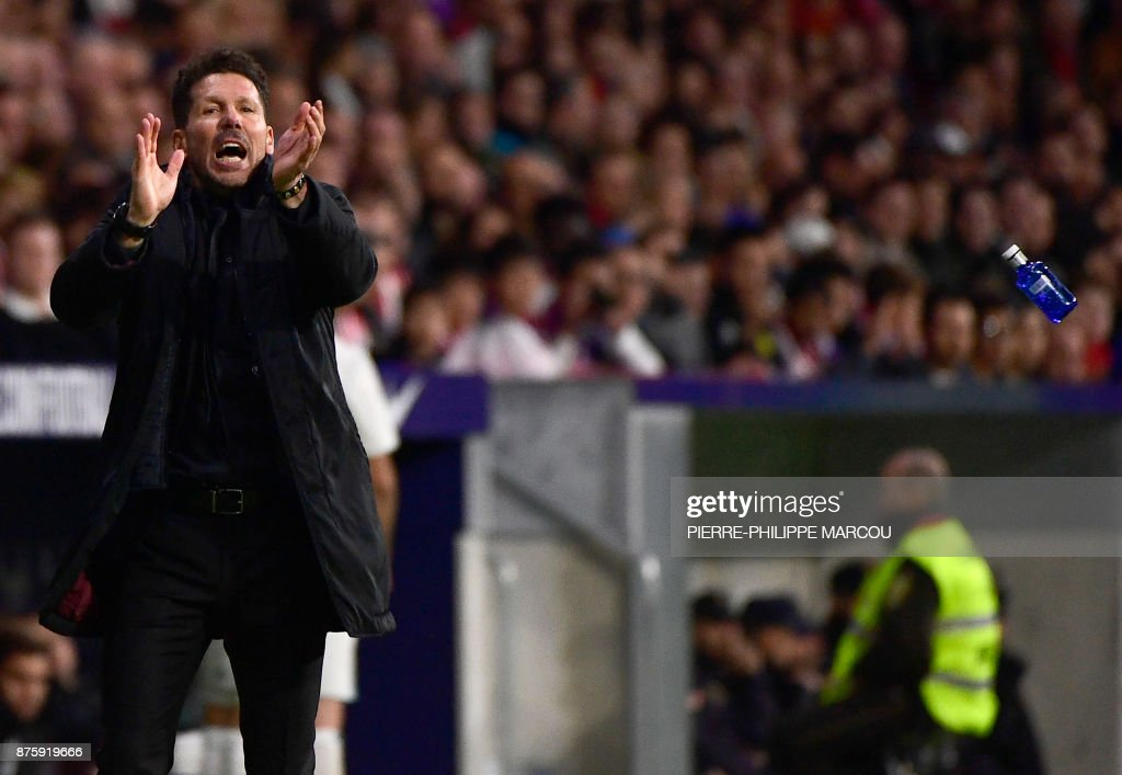 Atletico Madrid's Argentinian coach Diego Simeone applauds during the Spanish league football match Atletico Madrid vs Real Madrid at the Wanda Metropolitan stadium in Madrid on November 18, 2017. /