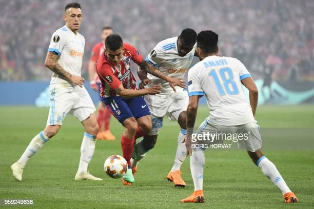 Atletico Madrid's Argentinian forward Angel Correa vies with Marseille's French midfielder AndreFrank Zambo Anguissa past Marseille's Argentinian...