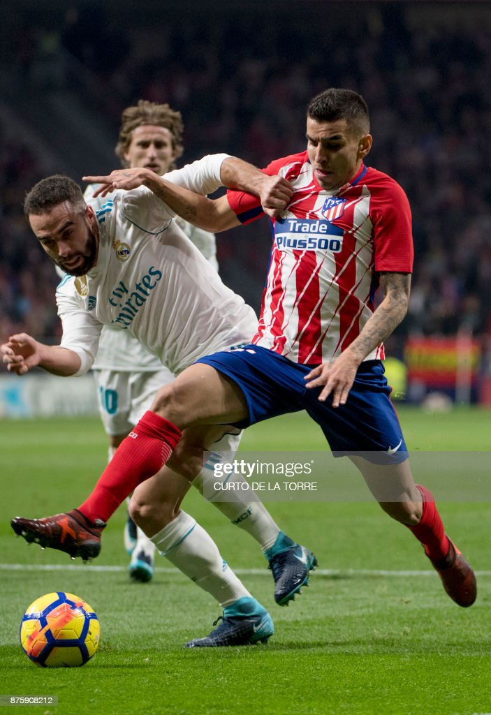 Atletico Madrid's Argentinian forward Angel Correa (R) vies with Real Madrid's Spanish defender Dani Carvajal during the Spanish league football match Atletico Madrid vs Real Madrid at the Wanda Metropolitan stadium in Madrid on November 18, 2017. /