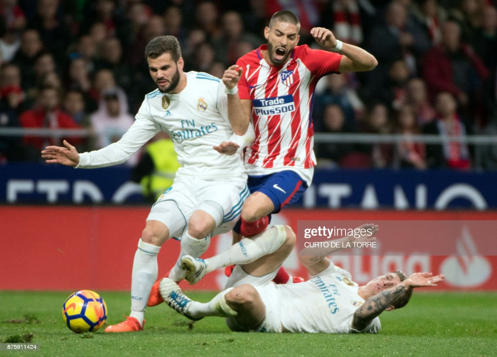 TOPSHOT - Atletico Madrid's Belgian midfielder Yannick Ferreira-Carrasco (C) vies with Real Madrid's German midfielder Toni Kroos (R) and Real Madrid's Spanish defender Nacho Fernandez during the Spanish league football match Atletico Madrid vs Real Madrid at the Wanda Metropolitan stadium in Madrid on November 18, 2017. /