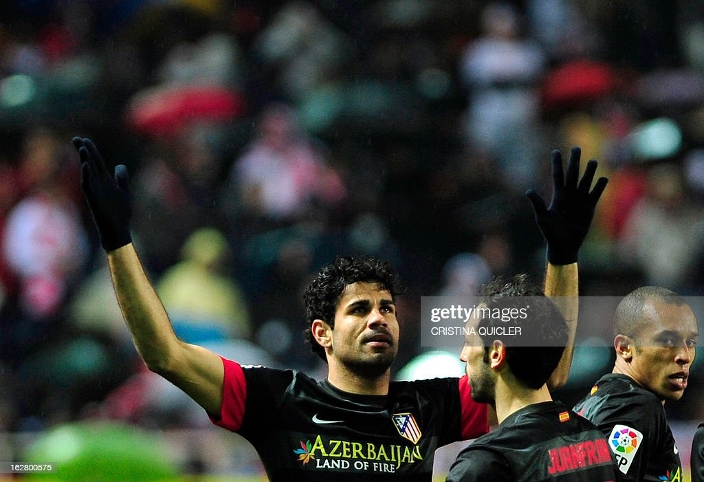 Atletico Madrid's Brazilian forward Diego da Silva Costa (L) celebrates with his teammates after scoring during the Copa del Rey (King's Cup) semi-final second leg football match Sevilla FC vs Atletico de Madrid at the Ramon Sanchez Pizjuan staduim in Sevilla on February 27, 2013.