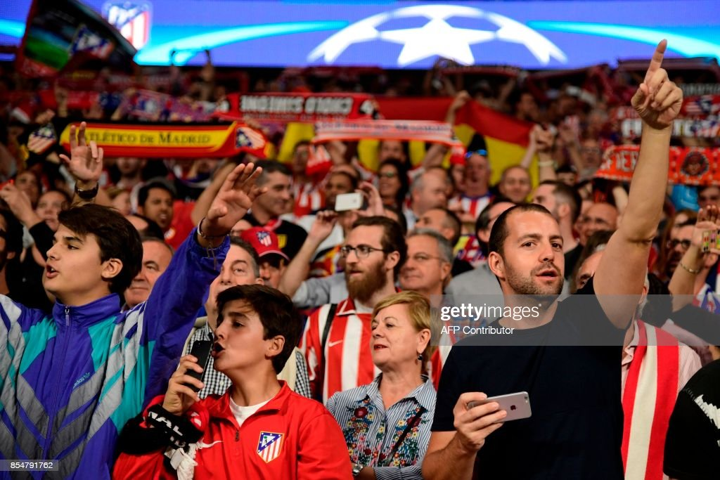 Atletico Madrid's fan cheer their team before the UEFA Champions League Group C football match Club Atletico de Madrid vs Chelsea FC at the Metropolitan stadium in Madrid on September 27, 2017. /