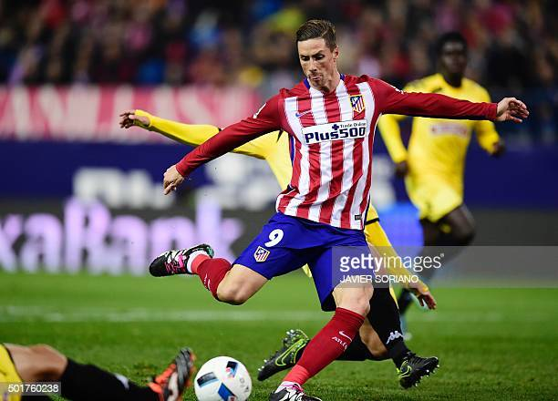 Atletico Madrid's forward Fernando Torres shoots during the Spanish Copa del Rey football match Club Atletico de Madrid VS CF Reus Deportivo at the...