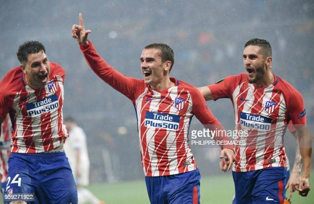 Atletico Madrid's French forward Antoine Griezmann celebrates with Atletico Madrid's Uruguayan defender Jose Gimenez and Atletico Madrid's Spanish...
