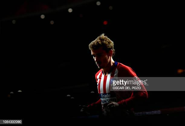 TOPSHOT Atletico Madrid's French forward Antoine Griezmann runs during the Spanish league football match between Club Atletico de Madrid and Real...
