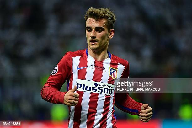 Atletico Madrid's French forward Antoine Griezmann runs during the UEFA Champions League final football match between Real Madrid and Atletico Madrid...