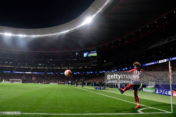 Atletico Madrid's French forward Antoine Griezmann shoots from the corner during the UEFA Champions League round of 16 first leg football match...