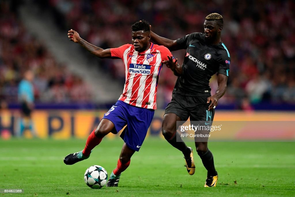 Atletico Madrid's Ghanaian midfielder Thomas (L) vies with Chelsea's French midfielder Tiemoue Bakayoko during the UEFA Champions League Group C football match Club Atletico de Madrid vs Chelsea FC at the Metropolitan stadium in Madrid on September 27, 2017. /