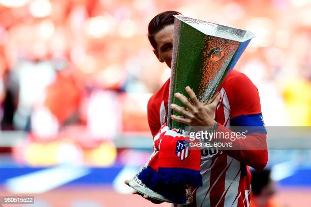 Atletico Madrid's Spanish forward Fernando Torres kisses their Europa League trophy before the Spanish league football match between Club Atletico de...