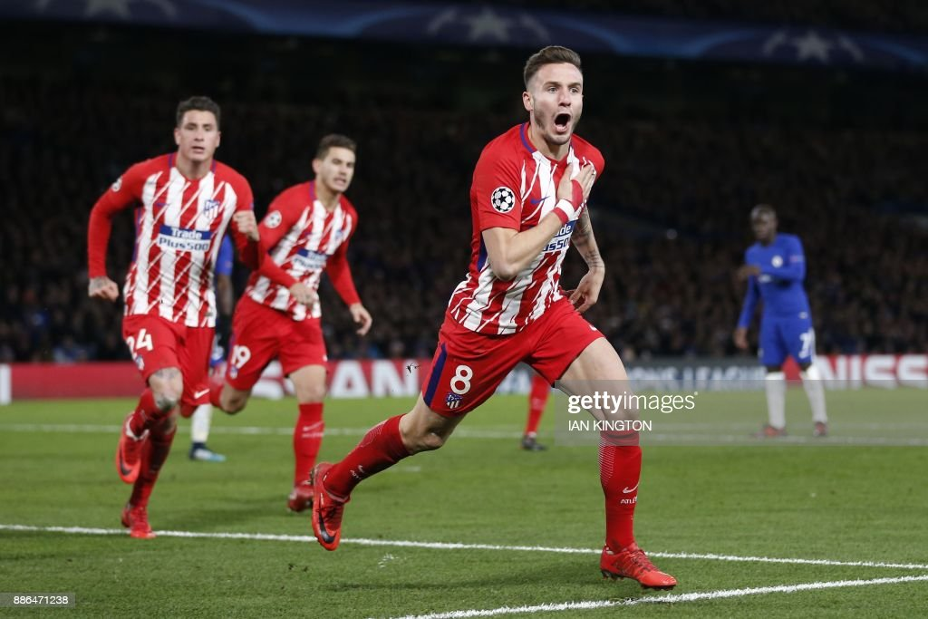 TOPSHOT - Atletico Madrid's Spanish midfielder Saul Niguez celebrates after scoring during a UEFA Champions League Group C football match between Chelsea and Atletico Madrid at Stamford Bridge in London on December 5, 2017. / AFP PHOTO / Ian KINGTON