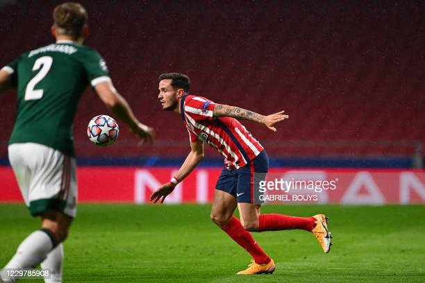 Atletico Madrid's Spanish midfielder Saul Niguez controls the ball during the UEFA Champions League group A football match between Atletico Madrid...