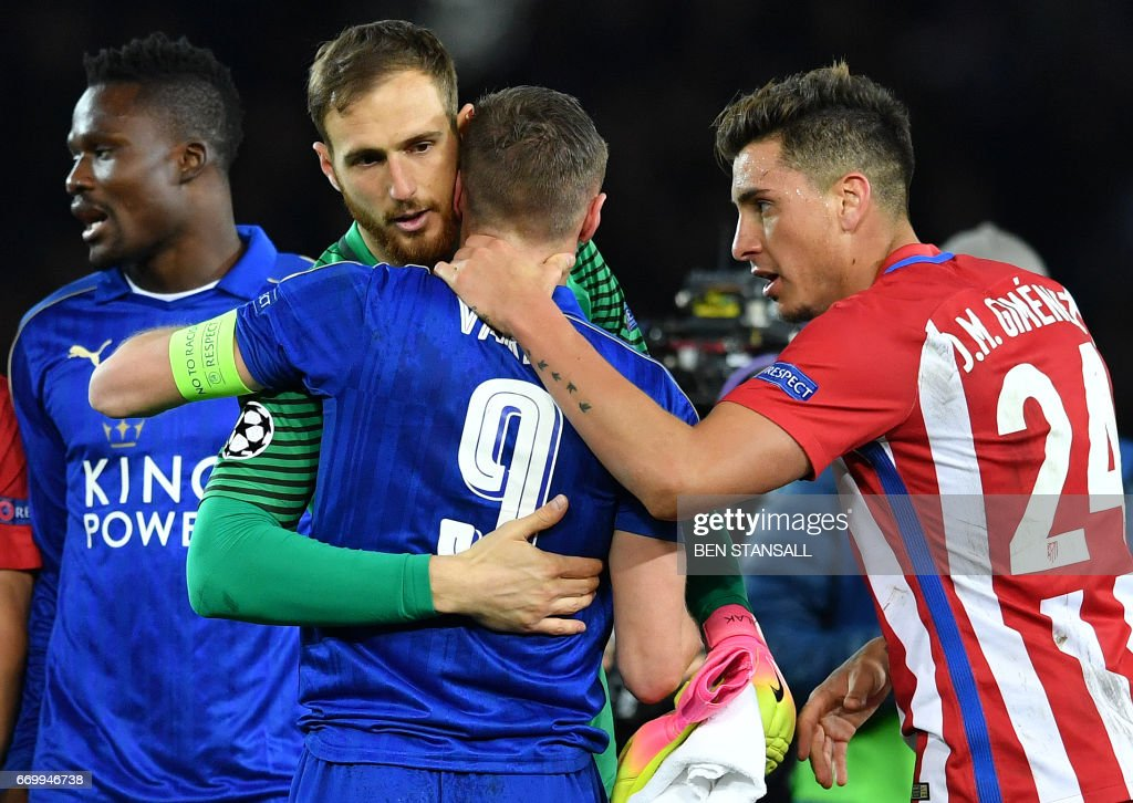 Atletico Madrid's Uruguayan defender Jose Maria Gimenez (R) and Atletico Madrid's Slovenian goalkeeper Jan Oblak (L) console Leicester City's English striker Jamie Vardy during the UEFA Champions League quarter-final second leg football match between Leicester City and Club Atletico de Madrid at the King Power stadium in Leicester on April 18, 2017. / AFP PHOTO / Ben STANSALL