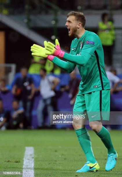 Atletico's goalkeeper Jan Oblak reacts during the UEFA Champions League Final between Real Madrid and Atletico Madrid at the Stadio Giuseppe Meazza...