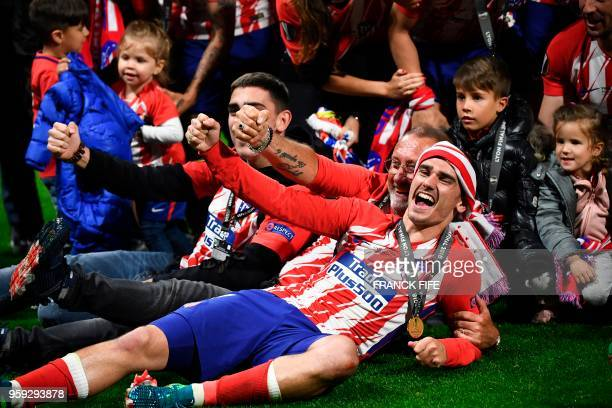 TOPSHOT Atletico's players celebrate with the children after the UEFA Europa League final football match between Olympique de Marseille and Club...