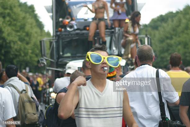 Atmosphere at the 2003 Berlin Love Parade in Germany.; Job : 16041 Ref : JHY