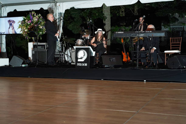 NY: Animal Rescue Fund Of The Hamptons Bow Wow Meow Ball