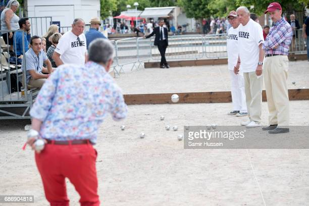 Atmosphere at the Fintage HouseAkin Gump Boules Tournament at the Cannes Film Festival on May 22 2017 in Cannes France The tournament was filled with...