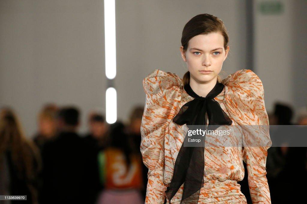 Giambattista Valli : Details - Paris Fashion Week Womenswear Fall/Winter 2019/2020 : ニュース写真