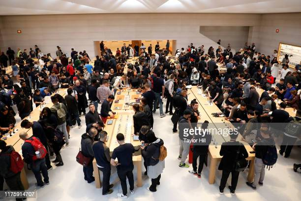 Atmosphere at the grand reopening of Apple's flagship Apple Fifth Avenue retail store on September 20 2019 in New York City