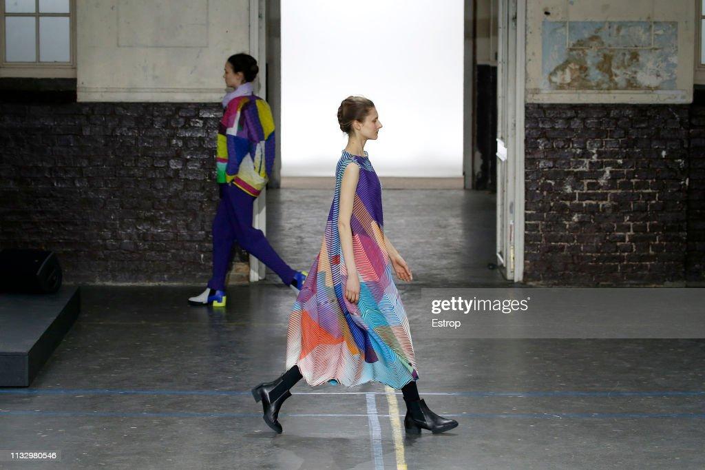 Issey Miyake : Runway - Paris Fashion Week Womenswear Fall/Winter 2019/2020 : ニュース写真