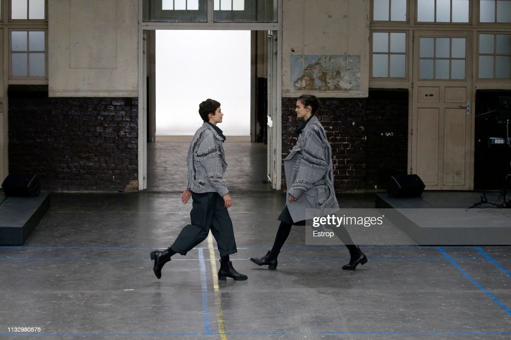 Issey Miyake : Runway - Paris Fashion Week Womenswear Fall/Winter 2019/2020 : ニュース写真