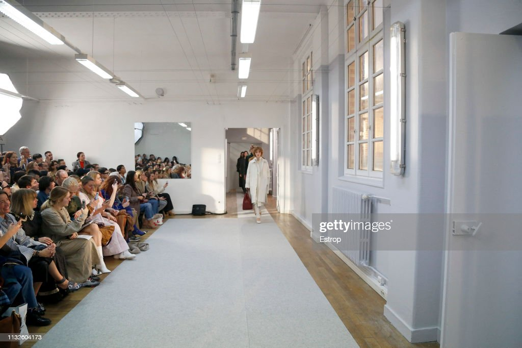 Lemaire : Runway - Paris Fashion Week Womenswear Fall/Winter 2019/2020 : ニュース写真