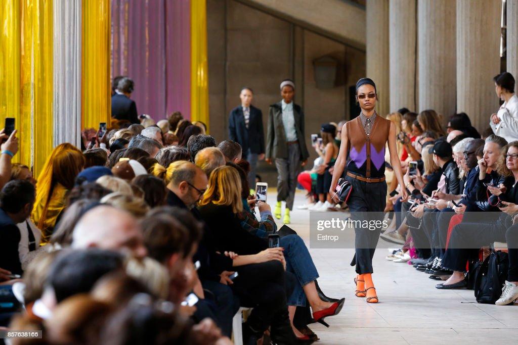 Miu Miu : Details - Paris Fashion Week Womenswear Spring/Summer 2018 : ニュース写真