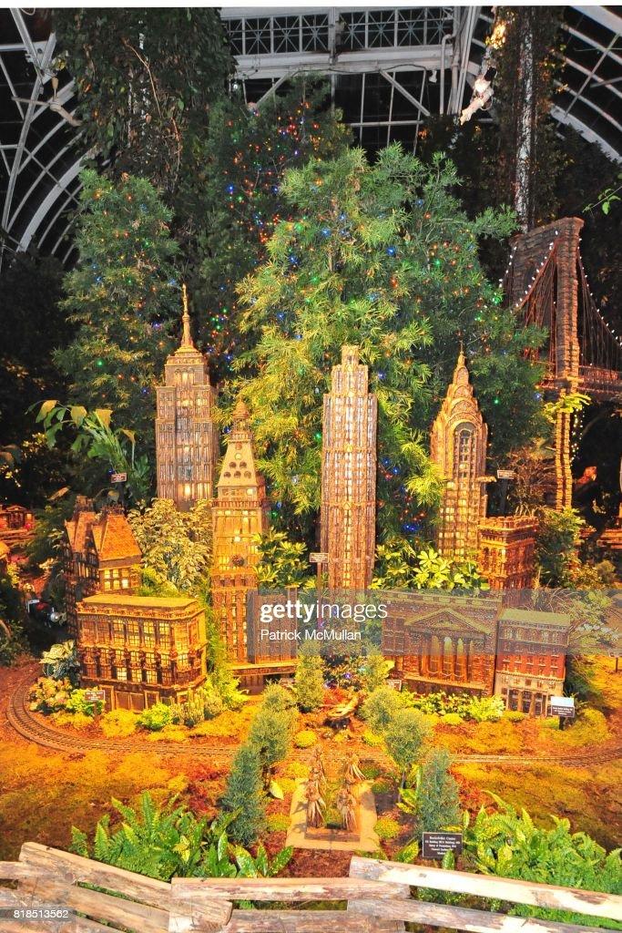Atmosphere At The New York Botanical Garden S Winter Wonderland Ball