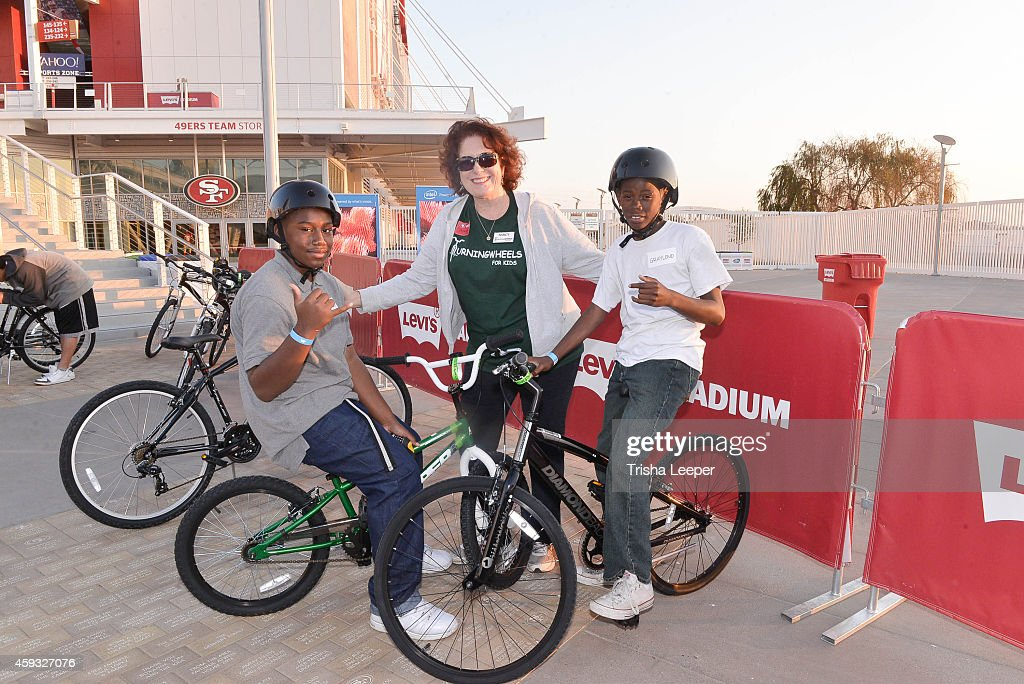c3fe2dea Atmosphere at the San Francisco 49ers Team Up With Turning Wheels ...