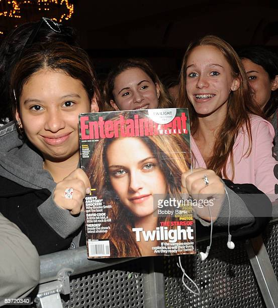 Atmosphere at the Twilight promotion at Hot Topic in the Garden State Plaza on November 14 2008 in Paramus New Jersey