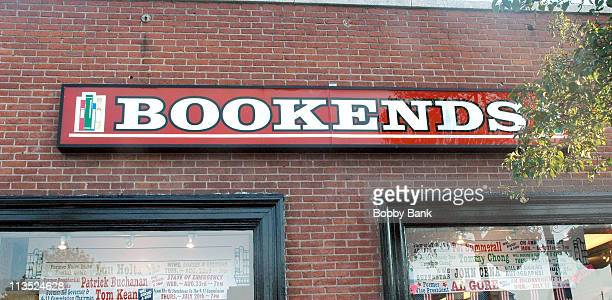 """Atmosphere during Al Gore signs copies of his new book """"An Inconvenient Truth"""" - July 17, 2006 at Bookends Bookstore in Ridgewood, New Jersey, United..."""
