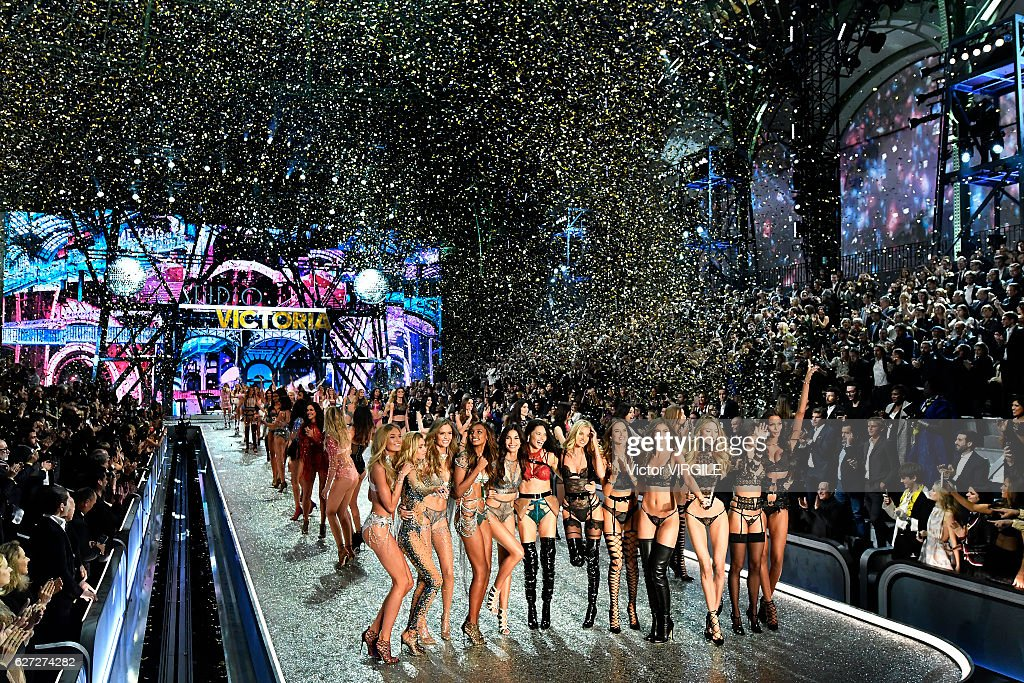 Atmosphere during the 2016 Victoria's Secret Fashion Show on November 30, 2016 in Paris, France.