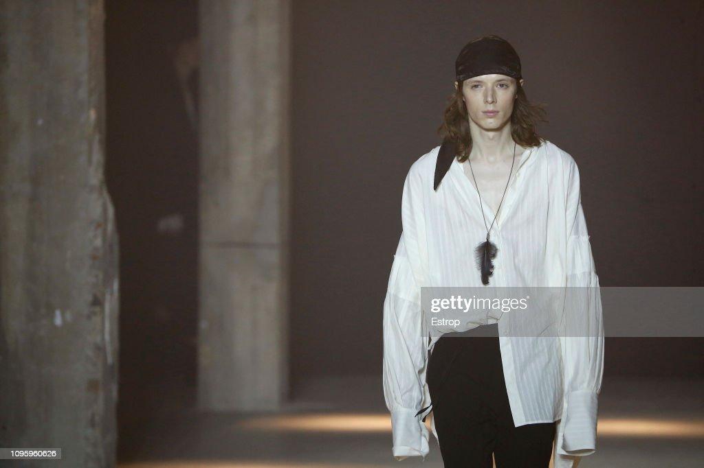 Ann Demeulemeester : Details - Paris Fashion Week - Menswear F/W 2019-2020 : ニュース写真