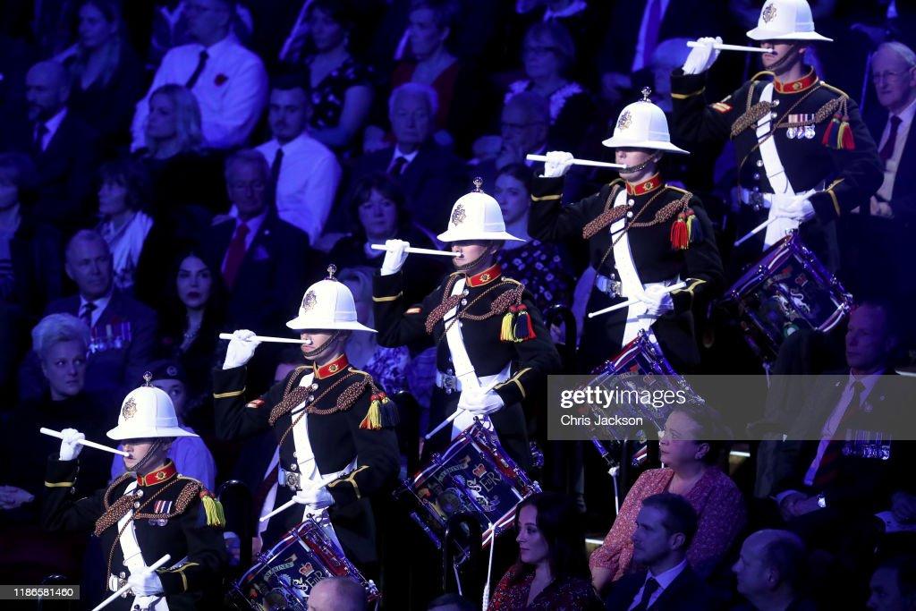 The Queen And Members Of The Royal Family Attend The Annual Royal British Legion Festival Of Remembrance : Foto di attualità
