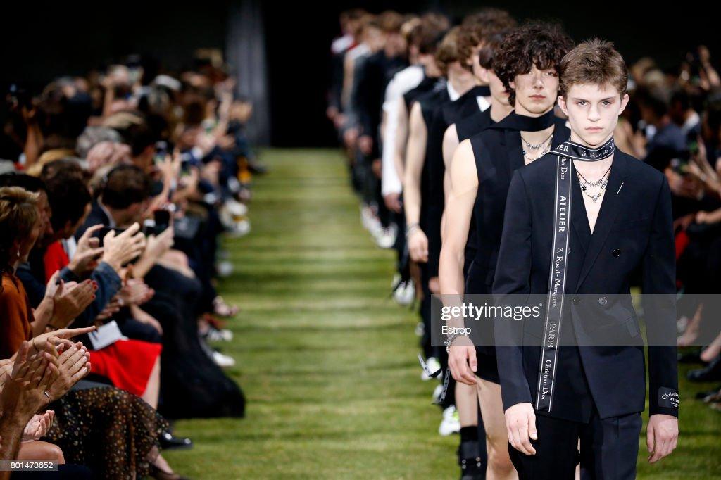 Dior Homme : Details - Paris Fashion Week - Menswear Spring/Summer 2018 : ニュース写真