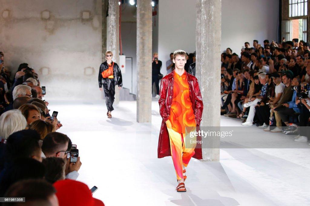 Dries Van Noten: Details - Paris Fashion Week - Menswear Spring/Summer 2019 : ニュース写真