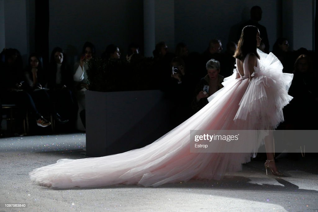 Giambattista Valli : Runway - Paris Fashion Week - Haute Couture Spring Summer 2019 : Nachrichtenfoto