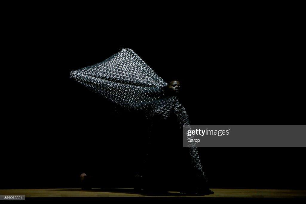 Issey Miyake : Details - Paris  Fashion Week Womenswear Spring/Summer 2018 : ニュース写真