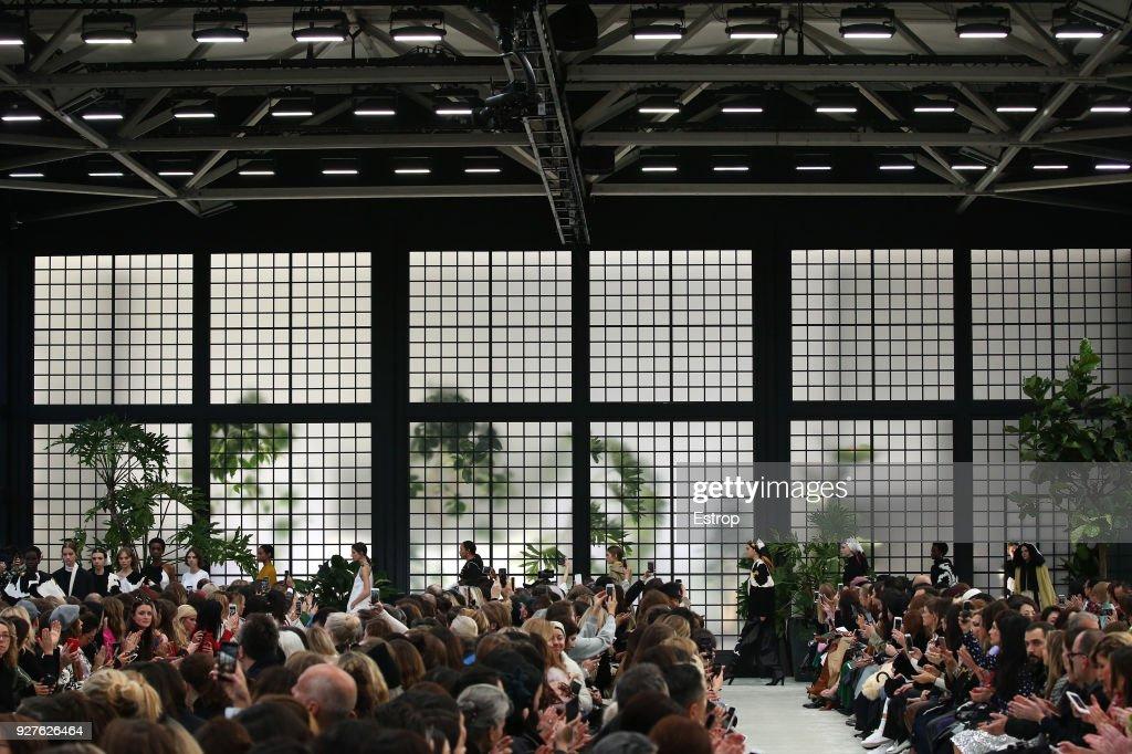 Valentino : Details - Paris Fashion Week Womenswear Fall/Winter 2018/2019 : ニュース写真
