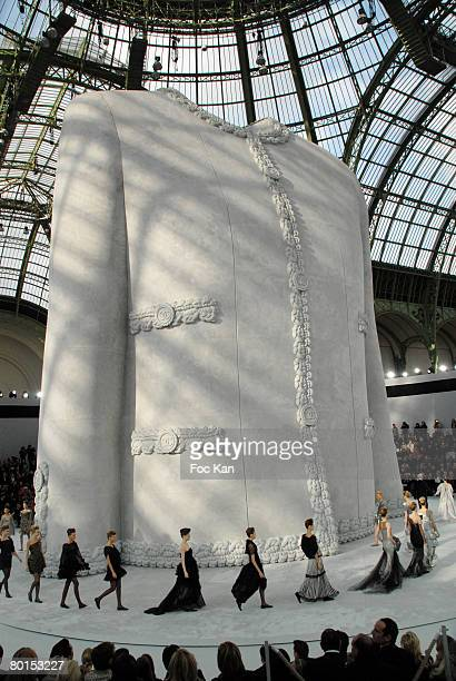 Atmosphere : Giant Statue of the Famous Coco Chanel's Jacket at the Chanel - Paris Haute Couture Spring/Summer 2008 - Front Row at The Grand Palais...