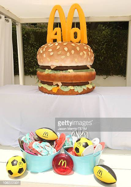 Strange 60 Top Big Birthday Cake Pictures Photos Images Getty Images Birthday Cards Printable Nowaargucafe Filternl