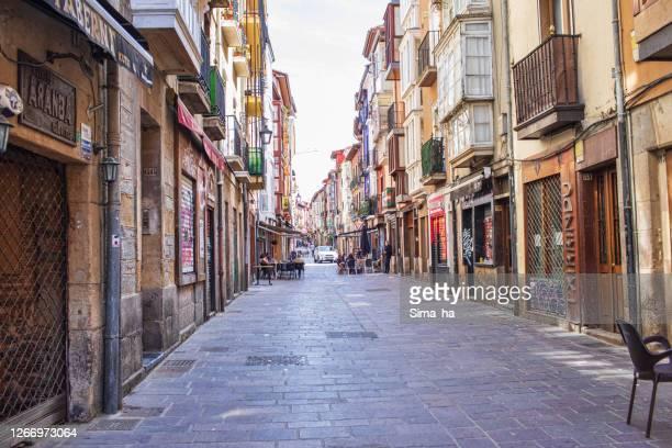 旧市街の大気中の中世の通り - アラバ県 ストックフォトと画像