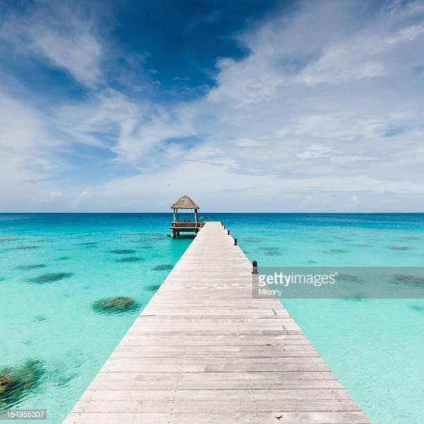Atoll ponton jetée en bois Fakarava Polynésie française-Vacances à la plage