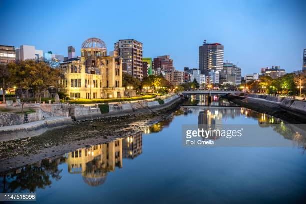 atomic bomb dome in hiroshima at dusk, japan - hiroshima imagens e fotografias de stock
